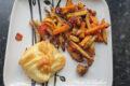 Halloumi w cieście francuskim z grillowanymi warzywami