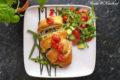 Kurczak w cieście francuskim podany na fasolce szparagowej